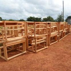 Cameroun :OXYGENE-BAMENDJOU offre des tables bancs à deux établissements scolaires